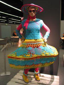 """ein Modell der """"Living Dolls"""""""